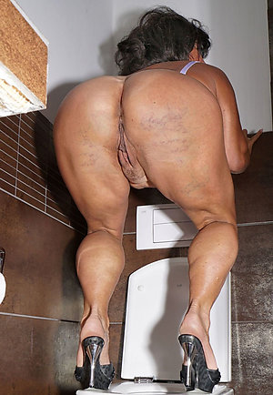 Naked old ass woman