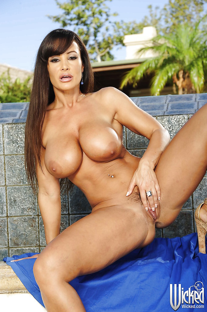 Pictures of lisa ann naked